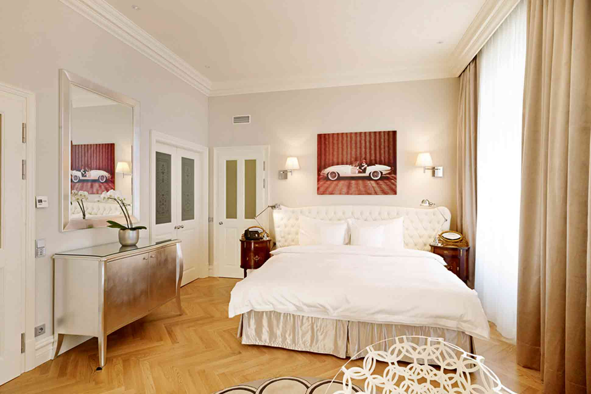 Bedroom of the Jaguar Suite at Hotel Sans Souci