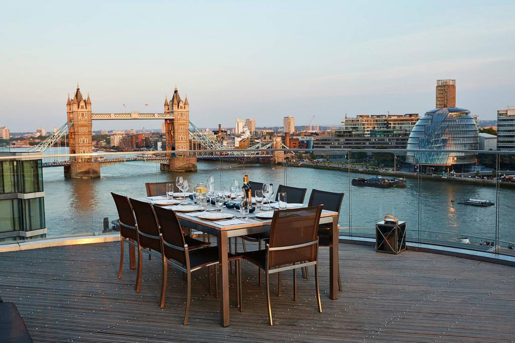 Dinner over Tower Bridge Cheval Three Quays by Cheval Residences
