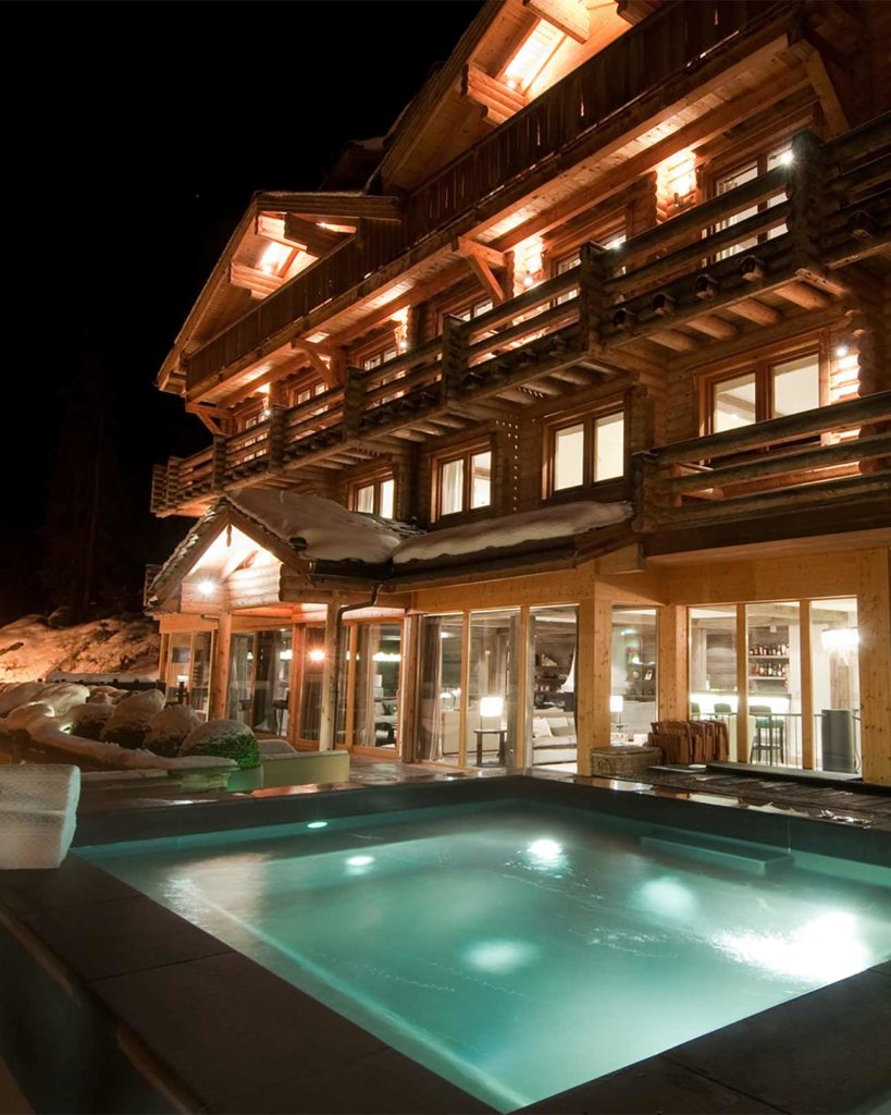 Outdoor whirlpool at Virgin Limited Edition, The Lodge, Verbier, Switzerland
