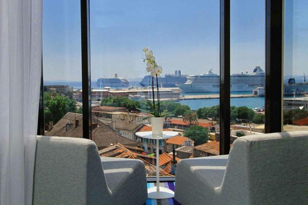 Hotel Luxe Split view