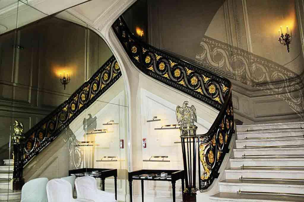 La Maison Champs Élysée stairwell
