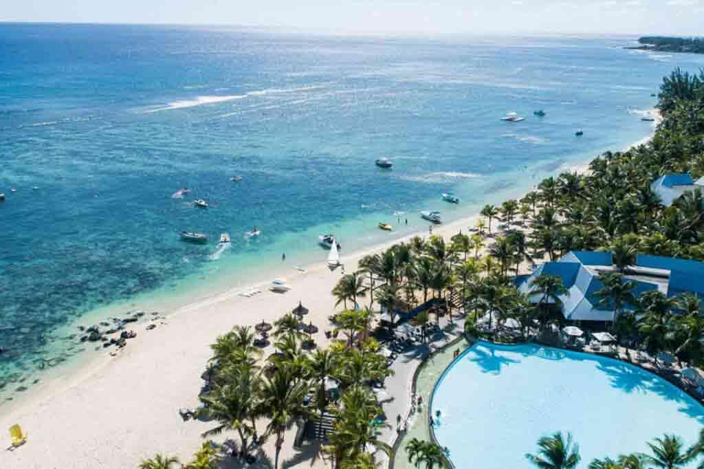 Beachcomber Victoria Resort & Spa, Mauritius pristine beach