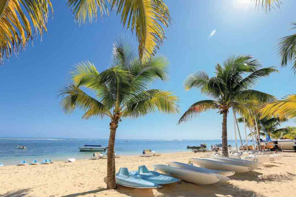 Beachcomber Victoria Resort & Spa, Mauritius sandy beach