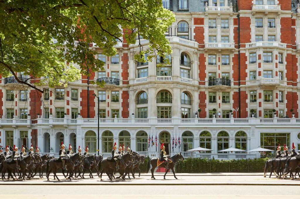 Mandarin Oriental Hyde Park London with horseguards