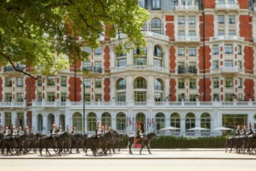 Mandarin Oriental Hyde Park London with horseguards