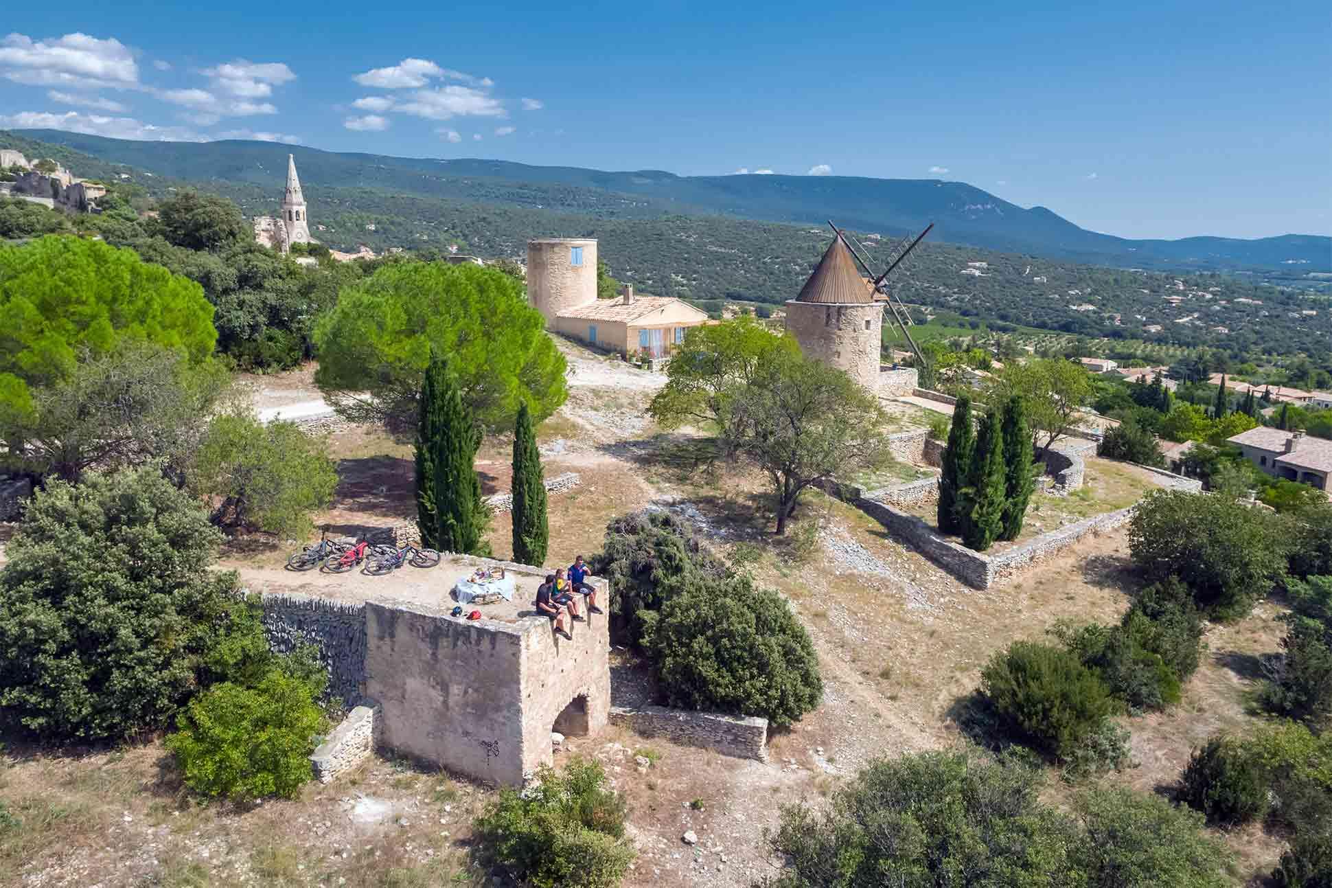 Coquillade Provence Resort & Spa: <br> Tour de Provence